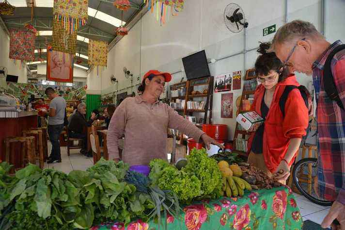 Comércio de alimentos: livro aborda as raízes internacionais do direito à alimentação e sua aplicação no Brasil