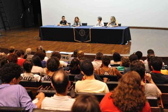 Docentes, servidores técnico-administrativos e estudantes participaram do lançamento do Comitê, no auditório da Reitoria