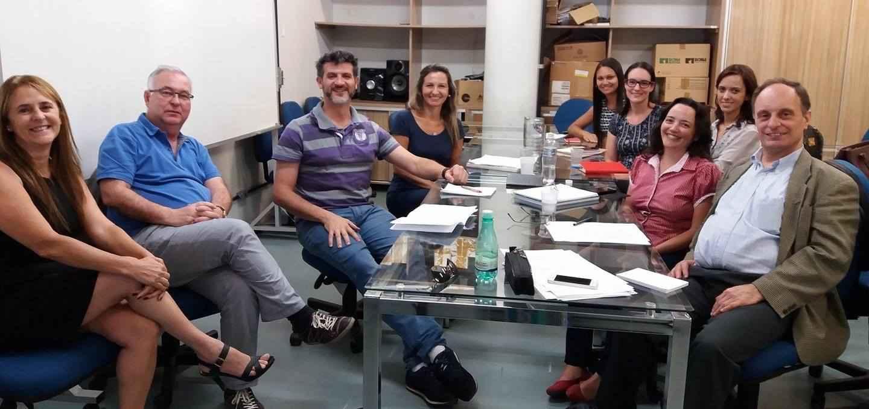 Armando Malheiro (à direita) com pesquisadores do Gabinete de Estudos da Informação e do Imaginário, da ECI