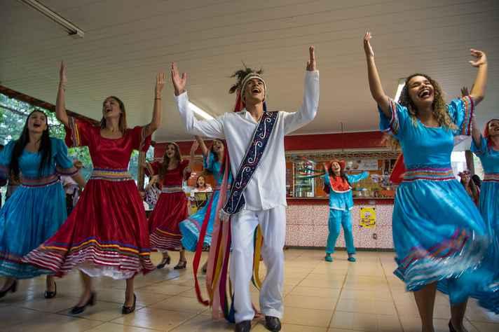 Grupo Zabelê apresentou danças típicas regionais do Norte de Minas e do Vale do Jequitinhonha