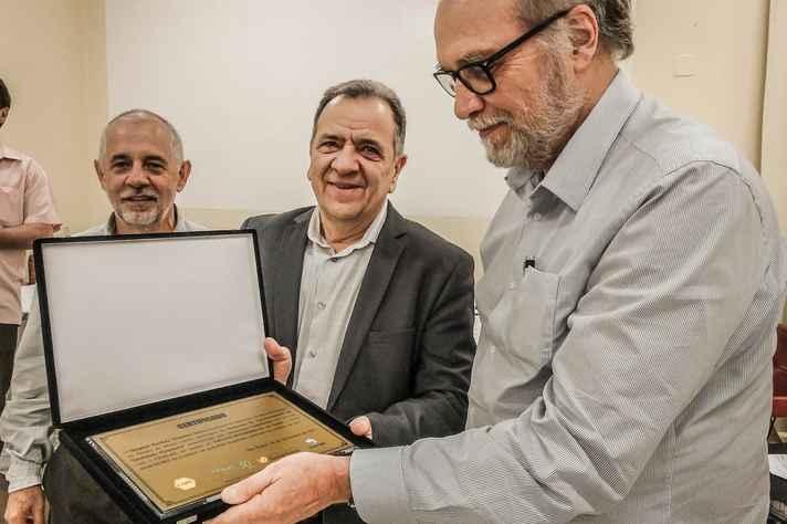 Honraria foi recebida pelo diretor geral do hospital, o professor Henrique Oswaldo da Gama Torres