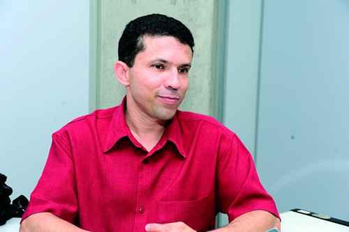 Professor da Faculdade de Educação da UFMG e responsável por coordenar o programa Universidade Aberta do Brasil na UFMG, Eucidio Arruda