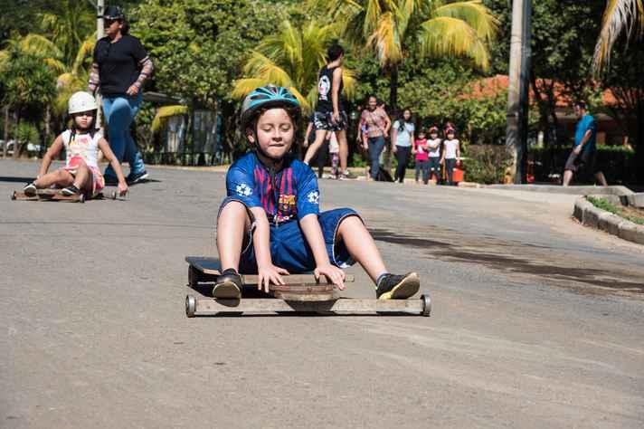 Crianças se divertiram nos carrinhos de rolimã