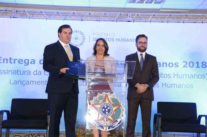 Rousiley Maia com o presidente da Câmara dos Deputados,  Rodrigo Maia, e o ministro dos Direitos Humanos, Gustavo do Vale Rocha