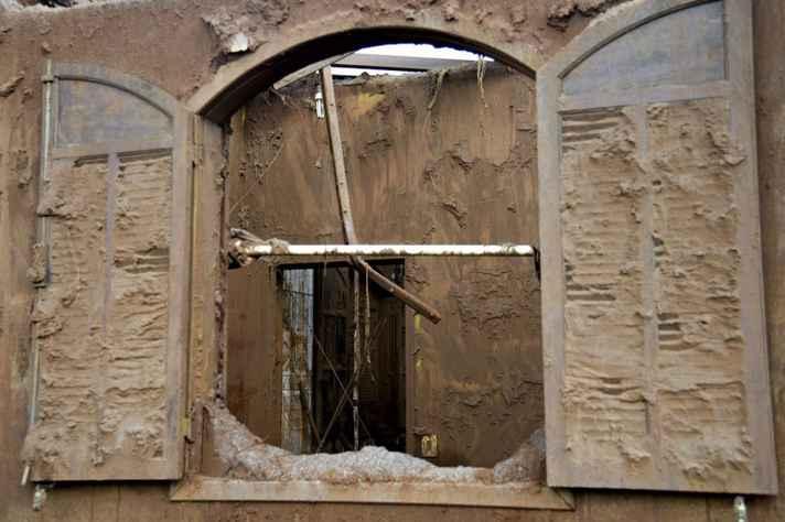 Casa invadida pela lama em Bento Rodrigues