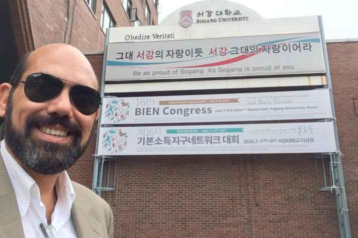 Marcelo Lessa, da Rede Brasileira de Renda Básica, em congresso sobre o tema na Coréia do Sul
