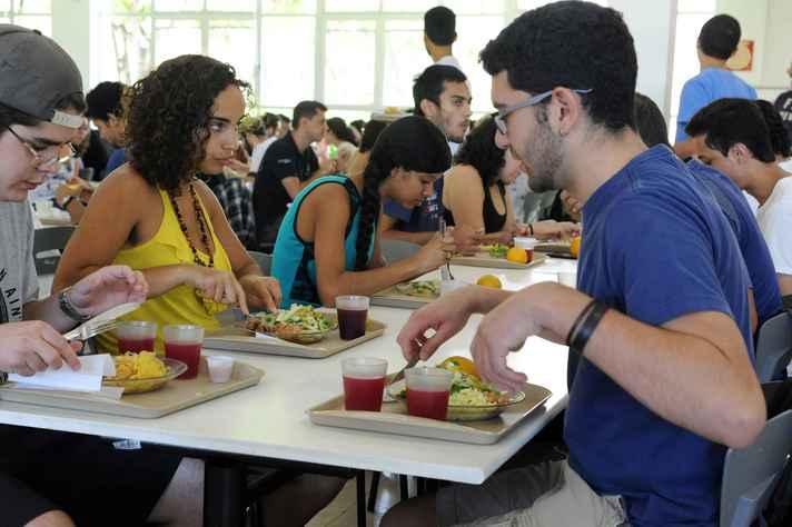 Em 2017, mais de 900 mil refeições foram servidas nos restaurantes universitários