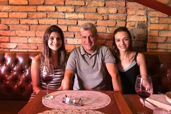 Débora, Ricardo e Nadia Ramos, esta última estudante de Medicina da UFMG
