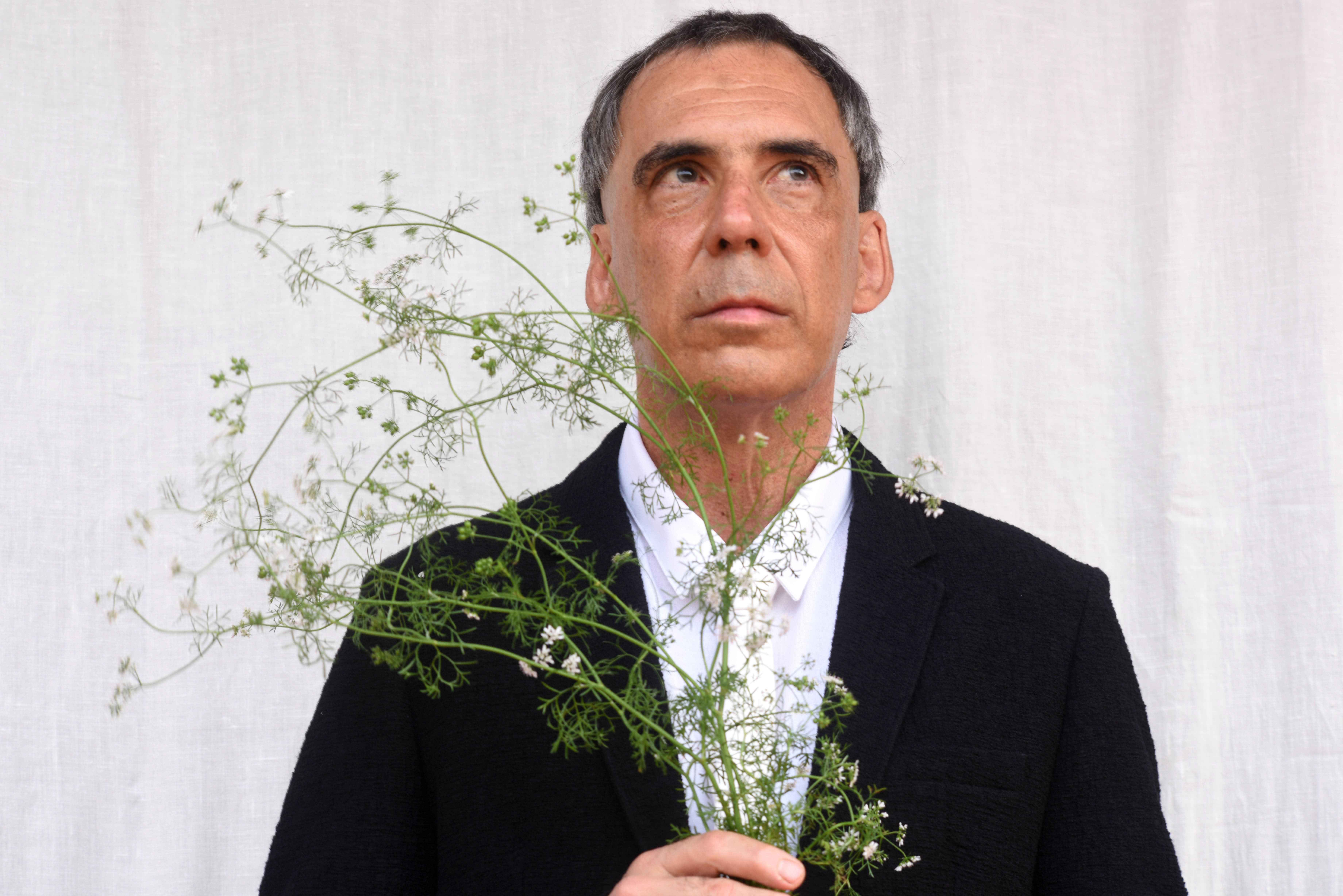 Arnaldo Antunes vai conversar com Lúcia Castello Branco