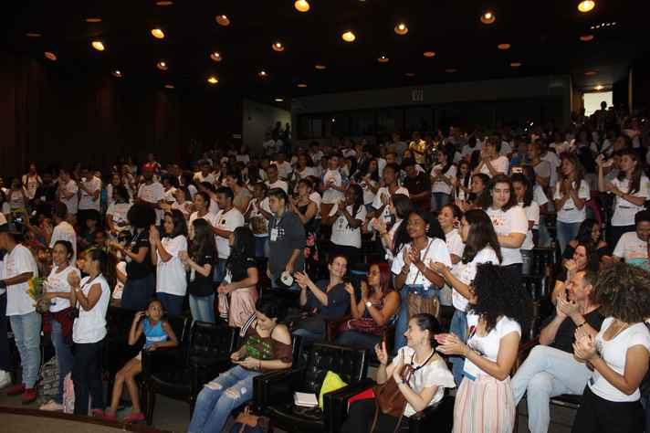 Estudantes de escolas básicas de Minas Gerais acompanharam a premiação no auditório da Reitoria